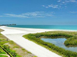 Beachfront condo w/ breathtaking panoramic ocean views and heated pool