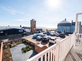 Swn-y-don - An impressive Aldeburgh house prominently located on seafront