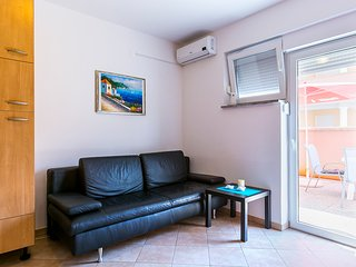 Andrea PR studio only 400m from sandy beach