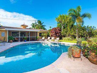Large 2BR w/ Private Pool, Patio & BBQ – Walk to Dining, Near Beach