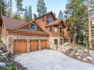 6BR/6.5BA Luxury Mountain Estate w/ Hot Tub, Home Theatre, 5 Fireplaces & Spa