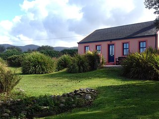 Fantastic private holidayhome at Beara, West-Cork, on the hill, seaview