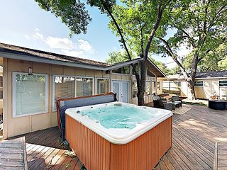 Newly Remodeled 3BR in Quiet South Austin w/ Hot Tub & Patio