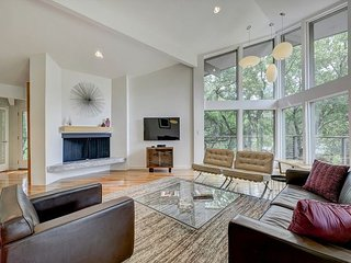 Lake Austin 3BR Mid-Century Modern - 200 Ft to Boat Slip, 10 Mins to Downtown
