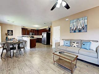 Freshly Renovated 2BR Condo w/ Patio, Pool—Walk to Beach, Dining, Nightlife
