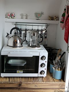 The kitchen area in Jemima has an electric cooker with oven, grill and two hotplates