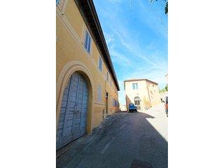 Castello di Montalera Apartment Sleeps 4 with WiFi - 5684611