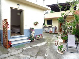 1 bedroom Villa with Air Con, WiFi and Walk to Shops - 5636907