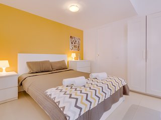 Yellow Studio Apartment
