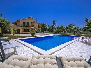 2 bedroom Villa with Air Con and WiFi - 5426478