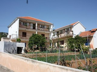Two bedroom apartment Vinišće (Trogir) (A-6117-a)