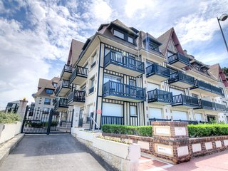 1 bedroom Apartment in Deauville, Normandy, France : ref 5554353