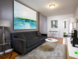 CITY VIEWS &  BALCONY~GORGEOUS 2BR IN MURRAY HILL