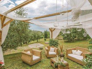 2 bedroom Villa in Cantagrillo, Tuscany, Italy - 5676078