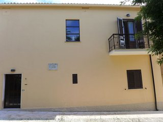 2 bedroom Villa with WiFi and Walk to Shops - 5801746