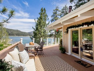 Lakefront Spectacular Amazing 4 BR Custom Chateau / Hot Tub / Dock