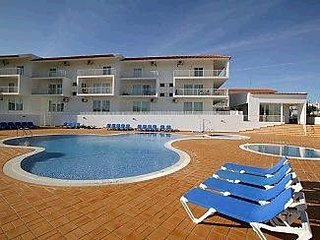 Holiday Home close to Beach with Communal Pool and Air-Conditioning