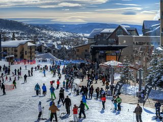 Steamboat Springs Hilltop Resort Comfy 2 BR ~ 8 Guests ~ Skiing ~ Family FUN!