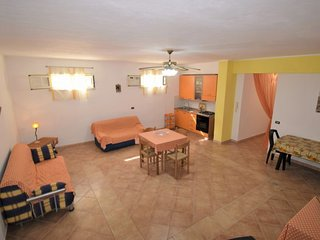 2 bedroom Apartment with WiFi and Walk to Beach & Shops - 5666564