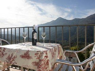 La terraza mas guapa del Valle del Guadiaro: Casa Martijin