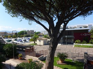 1 bedroom Apartment with WiFi and Walk to Beach & Shops - 5457572