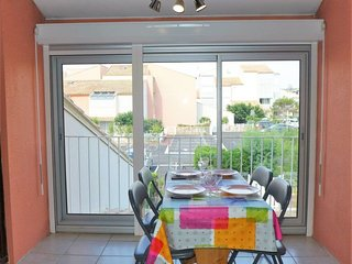 1 bedroom Apartment with WiFi and Walk to Beach & Shops - 5050504