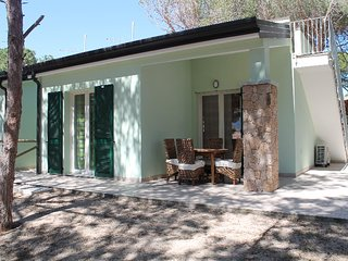 2 bedroom Villa with Air Con and Walk to Beach & Shops - 5392695