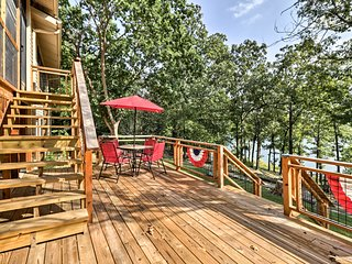 Waterfront Home on Lake Sherwood w/ Dock & Deck!