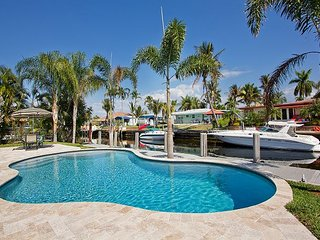 Pompano Beach Hacienda - Cute affordable waterfront home w/ pool and dock