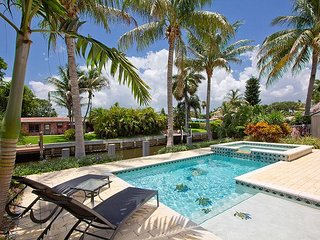 10% DISCOUNT NOW!! Waterfront W/ PRIVATE POOL. WALK TO BEACH