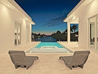 Contemporary Waterfront - Modern, luxurious home w/pool and amazing view