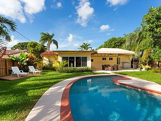 Deerfield Surfside - Large and Private Backyard with Pool
