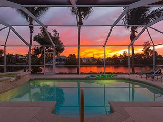 Sunrise Dream - WATERFRONT W/ HOT TUB, GAME ROOM, POOL