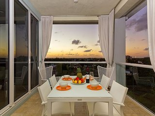 Modern and relaxing Penthouse TOP REVIEWS - 3 minute walk to beach