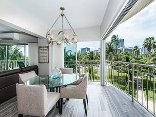 Waikiki Shore End Unit Completely Renovated 'Magnolia' 2 BDR Park Side Villa