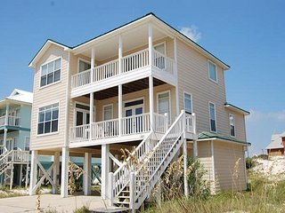 Spacious Beach House, Short Walk to the Beach!