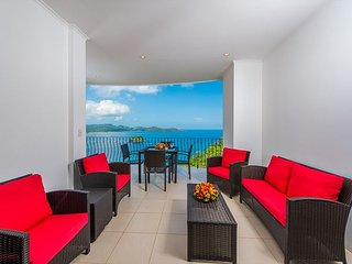Stylish Flamingo Beach Condo with Stunning Ocean Views!