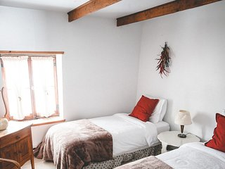 Rustic Cottage ♥ Cozy Twin Room ♥ 30 minutes from Old Quebec