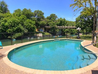 Winter Texans Special!!  2/2 Located right on the Comal River!