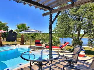 Fabulous 65-acre Ranch! Pool/ Hot Tub 4 miles to the river and Schlitterbahn!