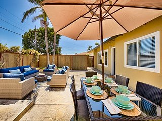 20% OFF MARCH - Walk to Beach w/ Spacious Yard & Fire Pit