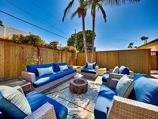 20% OFF OPEN DEC - Walk to Beach w/ Spacious Yard & Fire Pit
