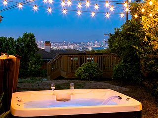 Amazing Views - Hot Tub - Family Friendly and Close to Everything!