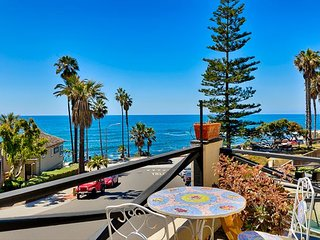 Oceanfront Condo, Walking Distance to Beach & Town