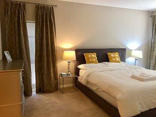 Luxury 2 Bedroom Apartment & Pool Near Freeway. Close to LA/Universal Studios.