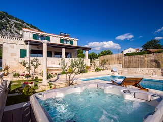 Villa Runje - Secret paradise in mountain with heated pool and jacuzzi