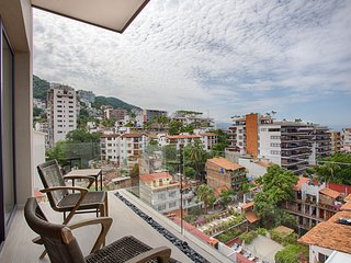 Top Floor Ocean Views * Loft 268 in Zona Romantica