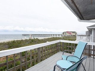 Laing - Large Oceanfront beach house with 2 kitchens and living rooms
