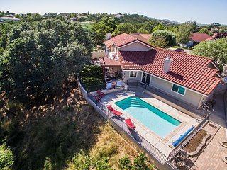 Pool and Pet-Friendly Fun and Convenience Minutes from Downtown Paso Robles