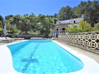LAS ENCINAS-  Cozy house with private pool in Esporles. Air conditioner. Garden.